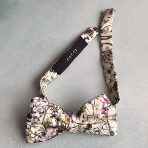 Authentic Gucci Bow Tie Silk Flora Print